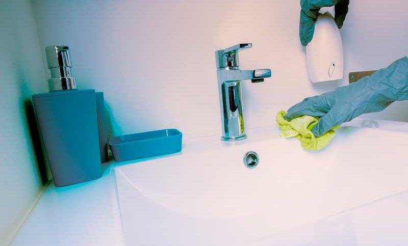 limpiar cuarto de baño