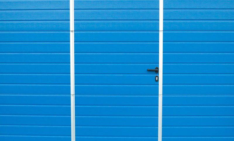 pintar una puerta metalica