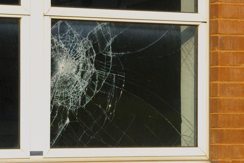 cómo reparar ventanas con vidrios rotos