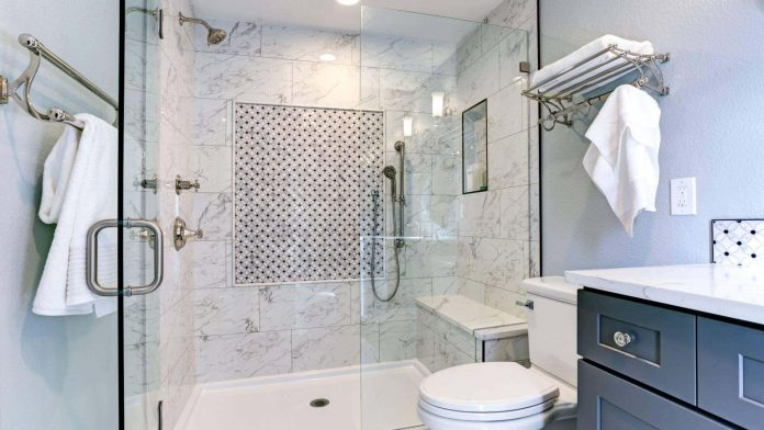 Mamparas de ducha para un baño adaptado